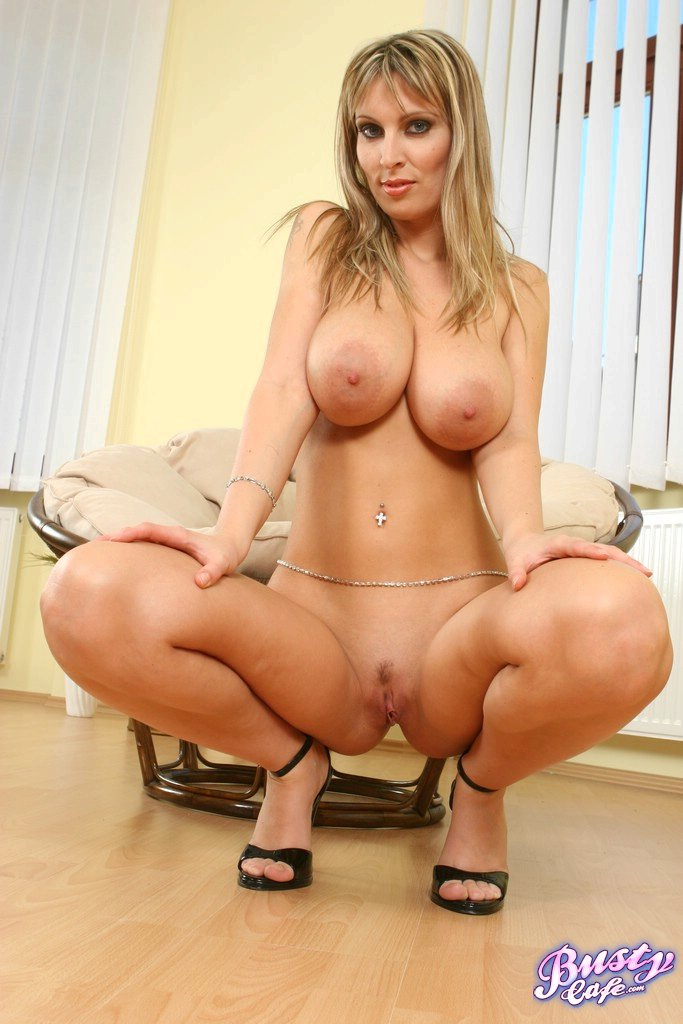 Giantess in pantyhose